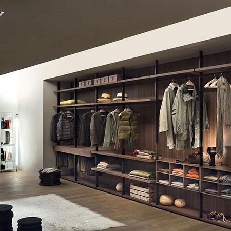 Walk-in Closet Hangar [a]