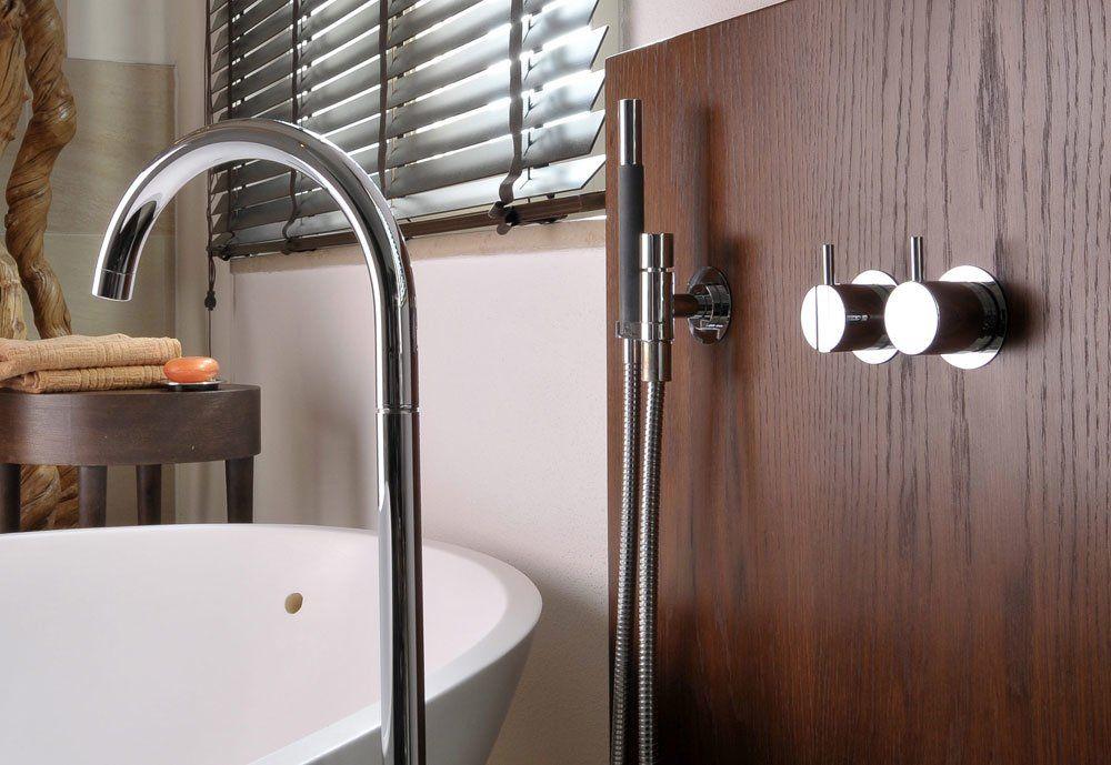 vola armaturen f r dusche und wanne badewannenarmatur 090 fm designbest. Black Bedroom Furniture Sets. Home Design Ideas