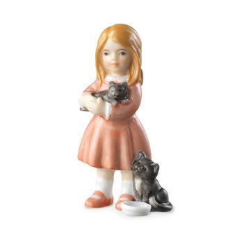 Statuetta Bimba in piedi con gattini