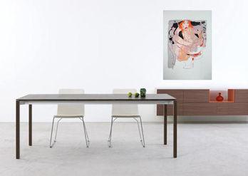 Table Tira