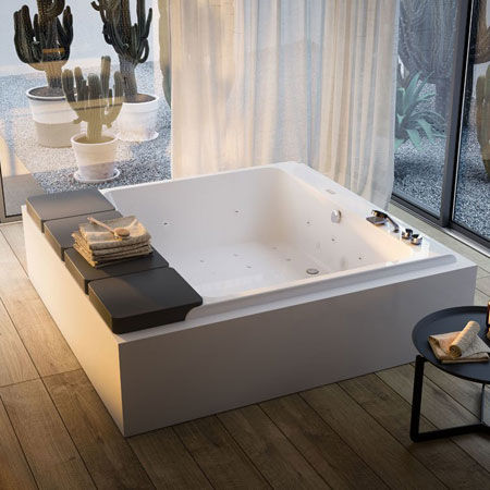 Whirlpool bathtub Mawi