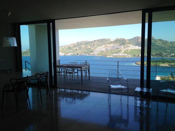 Zona Living e pranzo, con vista sulla terrazza